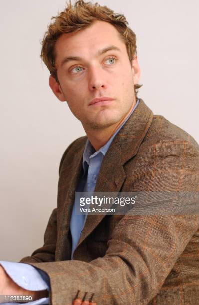 Jude Law during 'Closer' Press Conference with Natalie Portman and Jude Law at Four Seasons Hotel in Beverly Hills California United States