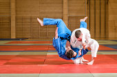 judokas fighting