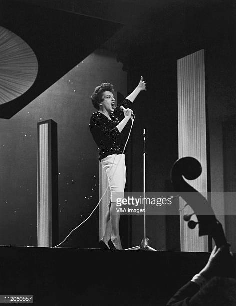 Judy Garland performing on TV show 1963