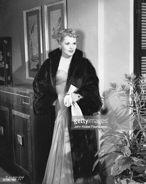 Judy Holliday plays divorcee Nina Tracey in 'Phffft' directed by Mark Robson