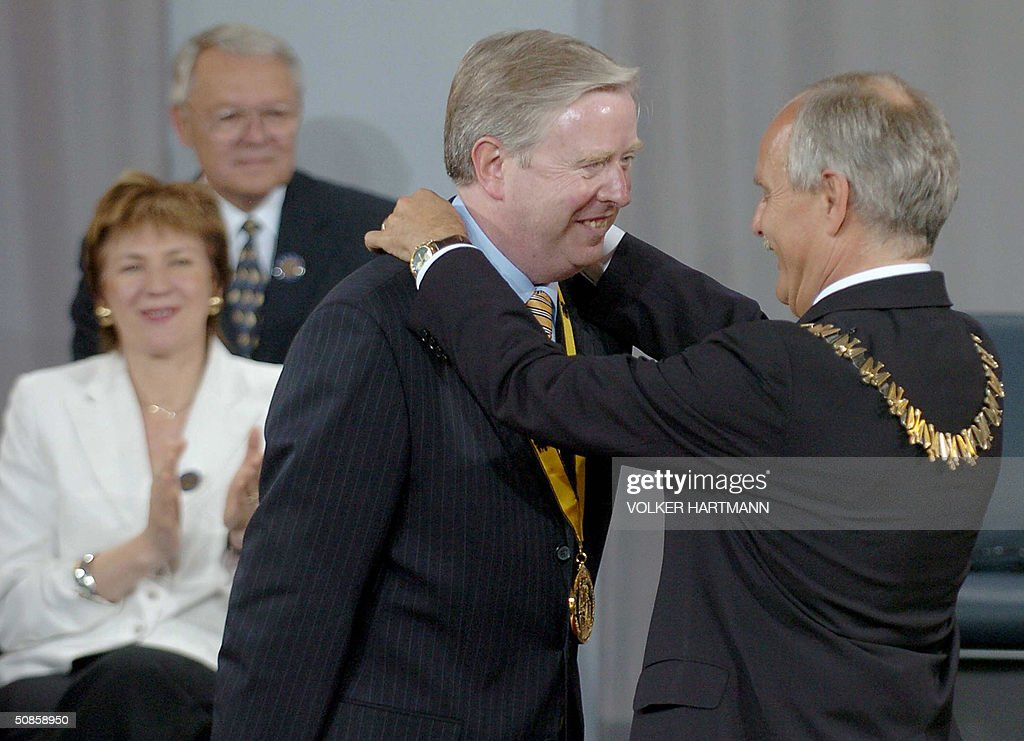 Juergen Linden (R), mayor of the western town of Aachen, decorates European Parliament President Pat Cox with the International Aachen Charlemagne peace prize (Karlspreis) in the coronation hall of Aachen's city hall 20 May 2004. Cox is awarded the prize, one of the most important and coveted awards for services to European unification, for his contribution to the concept of Europe and European peace. The distinguished list of Charlemagne Prize winners reflects the history of the European process of unification.