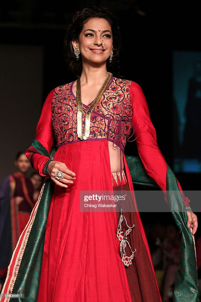 <a gi-track='captionPersonalityLinkClicked' href=/galleries/search?phrase=Juhi+Chawla&family=editorial&specificpeople=2849898 ng-click='$event.stopPropagation()'>Juhi Chawla</a> showcases designs by Shruti Sancheti during day 4 of Lakme Fashion Week Winter/Festive 2013 at the Hotel Grand Hyatt on August 26, 2013 in Mumbai, India.