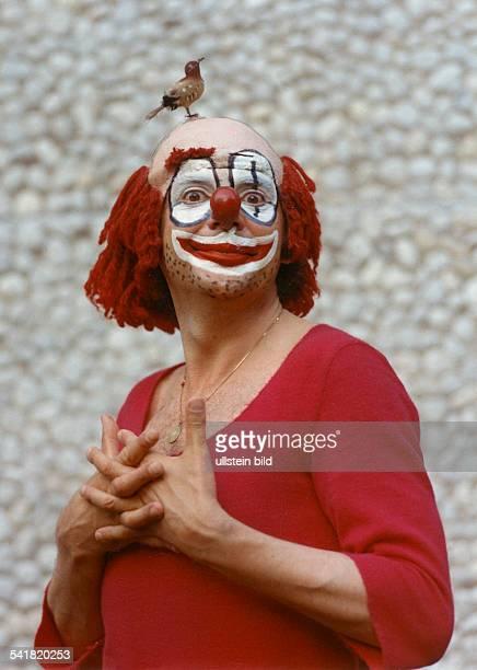 Juhnke Harald *Schauspieler Entertainer D als 'August' in dem Stueck 'August August August' Freie Volksbuehne Berlin 1973