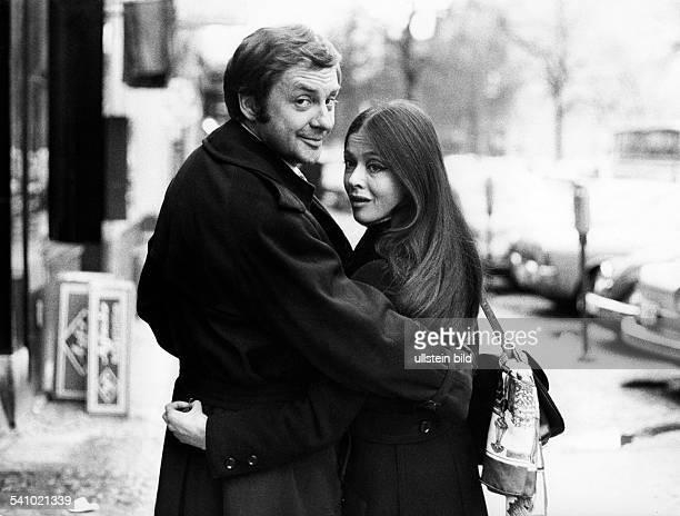 Juhnke Harald *Schauspieler Entertainer D mit Ehefrau Susanne Hsiao 1971