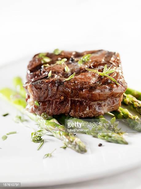 Saftiges Filet-Steak mit Spargel