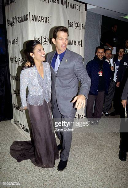 Juila LouisDreyfus and Chris Isaak at VH1 Fashion awards New York October 23 1998