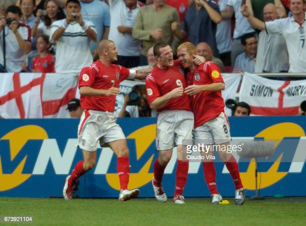 Juin 2004 David Beckham Wayne Rooney and Paul Scholes of England celebrate during the Euro 2004 match between Croatia and England played at Lux...