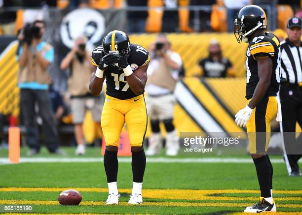 JuJu SmithSchuster of the Pittsburgh Steelers celebrates with Antonio Brown after a 31yard touchdown reception in the second quarter during the game...