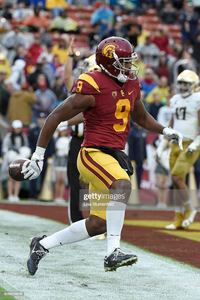 JuJu Smith-Schuster #9 of the USC Trojans scores a touchdown in the fourth quarter against the Notre Dame Fighting Irish at Los Angeles Memorial Coliseum on November 26, 2016 in Los Angeles, California.
