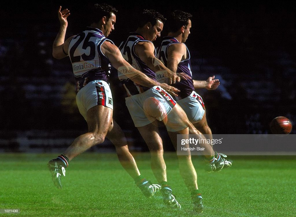 Jason Norrish #25 for Fremantle in action in the match between the Melbourne Demons and the Fremantle Dockers, during round 20 of the AFL season played at Colonial Stadium in Melbourne, Australia. Melbourne 25.10 (160) defeated Fremantle 11.11 (77). Mandatory Credit: Hamish Blair/ALLSPORT
