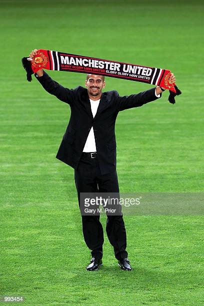 New Manchester United signing Juan Sebastien Veron is unveiled at a press conference and photocall at Old Trafford Manchester Digital Image Mandatory...