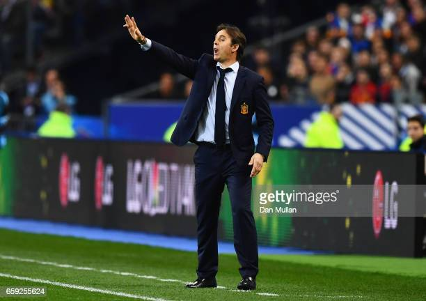 Julen Lopetegui coach of Spain gives instructions during the International Friendly match between France and Spain at Stade de France on March 28...