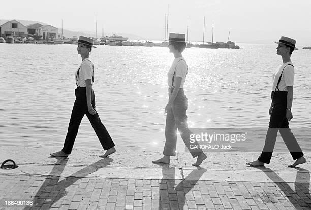 Jules Et Jim' Fashion In SaintTropez France SaintTropez 13 avril 1962 dans la station balnéaire célèbre pour ses soirées fréquentée par des stars et...