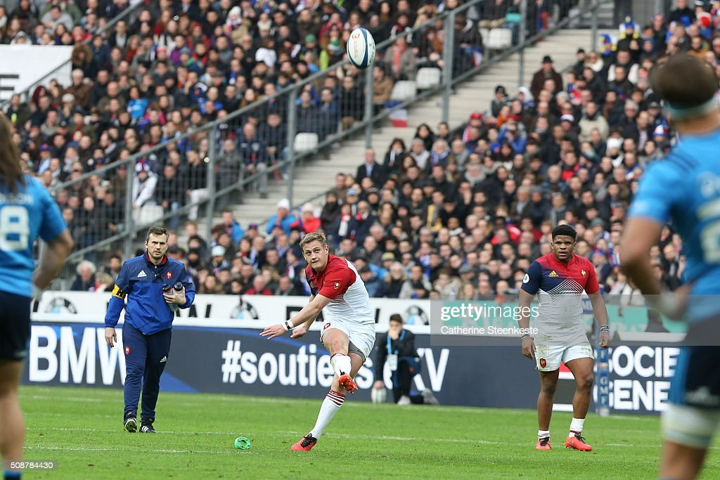 Jules Plisson #10 of France kicks a penalty during the RBS Six Nations game between France and Italy at Stade de France on February 6, 2016 in Saint Denis near Paris, France.
