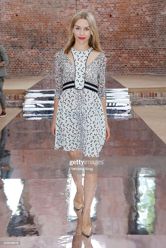 <a gi-track='captionPersonalityLinkClicked' href=/galleries/search?phrase=Julia+Dietze&family=editorial&specificpeople=4235064 ng-click='$event.stopPropagation()'>Julia Dietze</a> attends the Dorothee Schumacher show during the Mercedes-Benz Fashion Week Berlin Spring/Summer 2017 at Elisabethkirche on June 29, 2016 in Berlin, Germany.