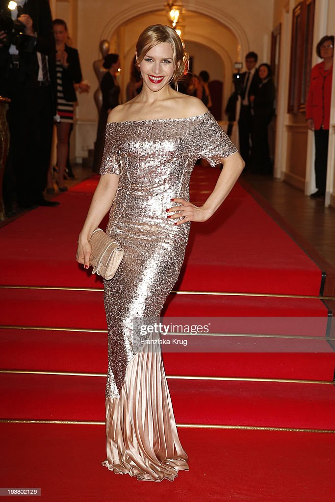 Julia Dietze attends the Gala Spa Awards 2013 at the Brenners Park Hotel on March 16, 2013 in Berlin, Germany.