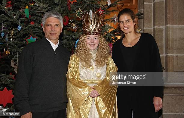 Julia Goerges German ATP tennis player and Armin Zitzmann head of Nuernberger Versicherung assurance company pose with actress Barbara Otto dressed...