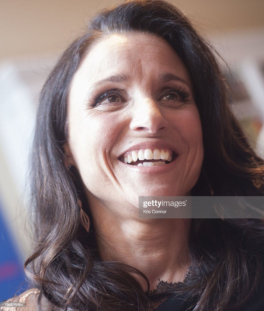 <a gi-track='captionPersonalityLinkClicked' href=/galleries/search?phrase=Julia+Louis-Dreyfus&family=editorial&specificpeople=208965 ng-click='$event.stopPropagation()'>Julia Louis-Dreyfus</a> poses for photo during the HBO's 'VEEP' Season 2 Premiere at Motion Picture Association of America on April 11, 2013 in Washington, DC.