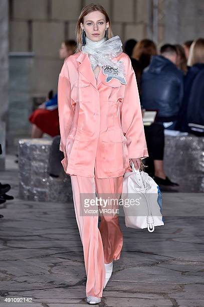 Julia Nobis walks the runway during the Loewe Ready to Wear show as part of the Paris Fashion Week Womenswear Spring/Summer 2016 on October 2 2015 in...