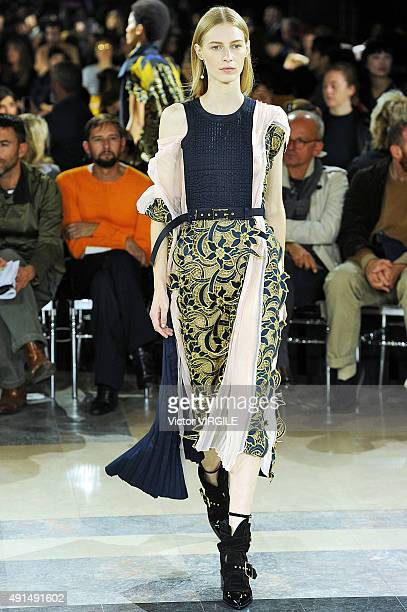 Julia Nobis walks the runway during the Sacai Ready to Wear show as part of the Paris Fashion Week Womenswear Spring/Summer 2016 on October 5 2015 in...