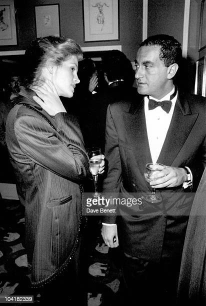 Dodi Fayed With Julia Roberts At The Movie Premiere Party For 'Steel Magnolias' At The Elephant On The River Restaurant In London
