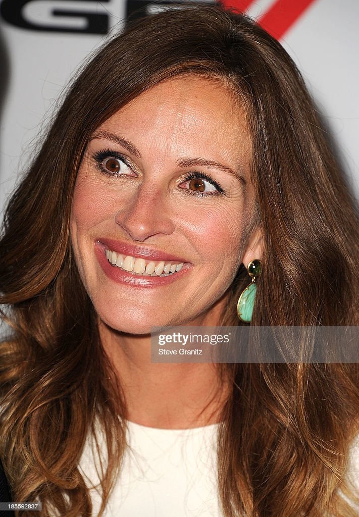 <a gi-track='captionPersonalityLinkClicked' href=/galleries/search?phrase=Julia+Roberts&family=editorial&specificpeople=202605 ng-click='$event.stopPropagation()'>Julia Roberts</a> arrives at the 17th Annual Hollywood Film Awards at The Beverly Hilton Hotel on October 21, 2013 in Beverly Hills, California.