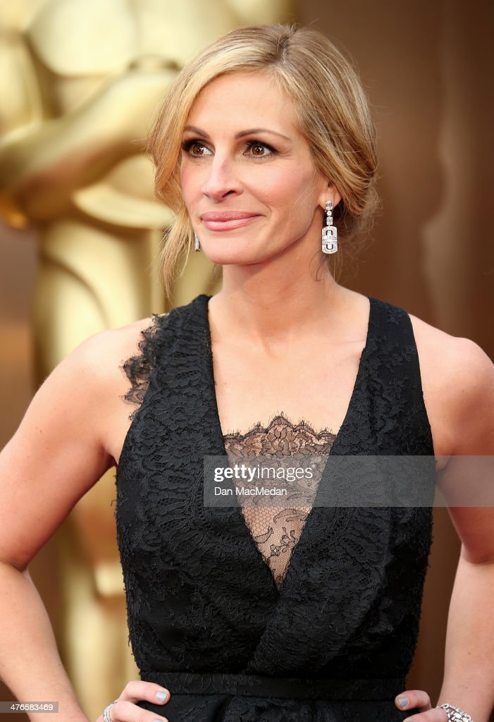 Julia Roberts arrives at the 86th Annual Academy Awards at Hollywood Highland Center on March 2 2014 in Los Angeles California
