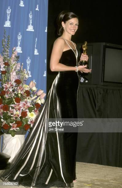 Julia Roberts at the Shrine Auditorium in Los Angeles California