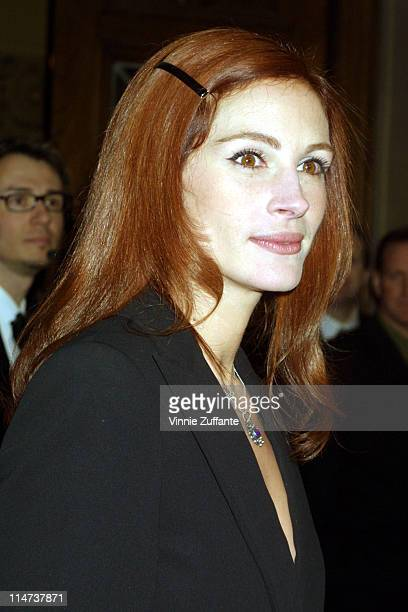 Julia Roberts attending the 2002 Peoples Choice Awards in Los Angeles 01/13/02