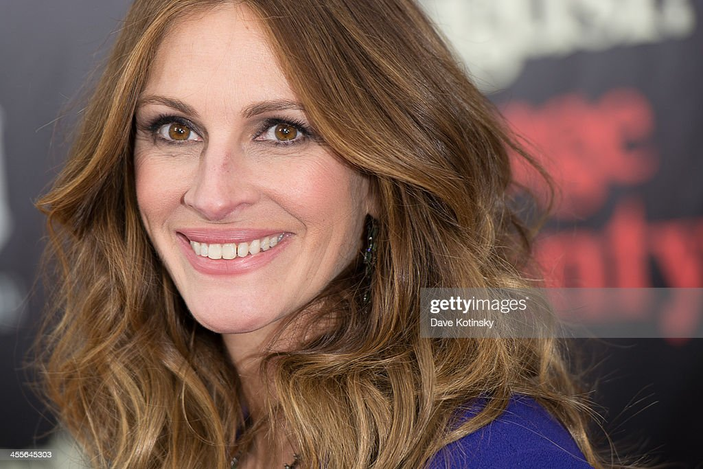 <a gi-track='captionPersonalityLinkClicked' href=/galleries/search?phrase=Julia+Roberts&family=editorial&specificpeople=202605 ng-click='$event.stopPropagation()'>Julia Roberts</a> attends the 'August: Osage County' premiere at Ziegfeld Theater on December 12, 2013 in New York City.