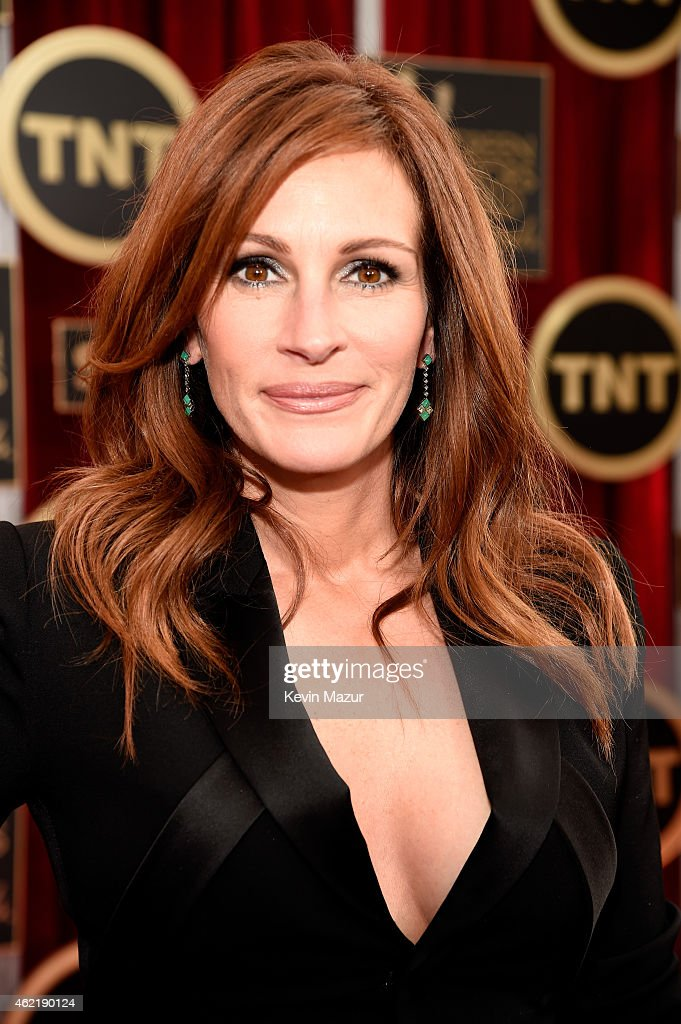 <a gi-track='captionPersonalityLinkClicked' href=/galleries/search?phrase=Julia+Roberts&family=editorial&specificpeople=202605 ng-click='$event.stopPropagation()'>Julia Roberts</a> attends TNT's 21st Annual Screen Actors Guild Awards at The Shrine Auditorium on January 25, 2015 in Los Angeles, California. 25184_016
