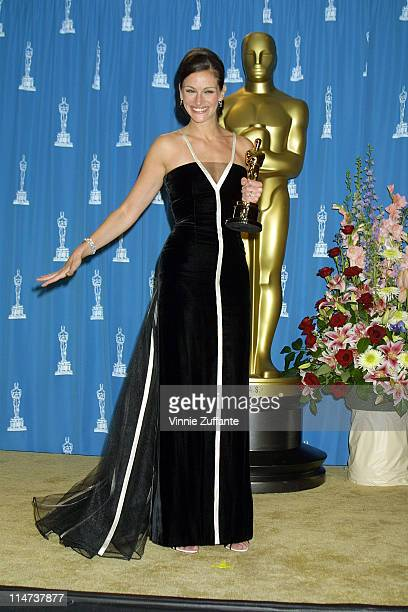 Julia Roberts backstage at the 2001 Academy Awards after winning Best Actress for her role Erin Brockovich