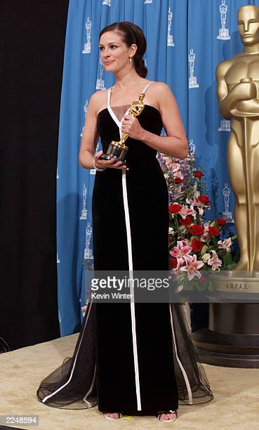 Julia Roberts best actress winner for 'Erin Brockovich' backstage at the 73rd Annual Academy Awards at the Shrine Auditorium in Los Angeles Sunday...