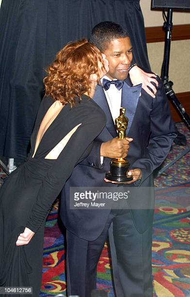 Julia Roberts Denzel Washington during The 74th Annual Academy Awards Press Room at Kodak Theater in Hollywood California United States