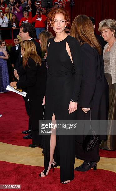 Julia Roberts during The 74th Annual Academy Awards Arrivals at Kodak Theater in Hollywood California United States