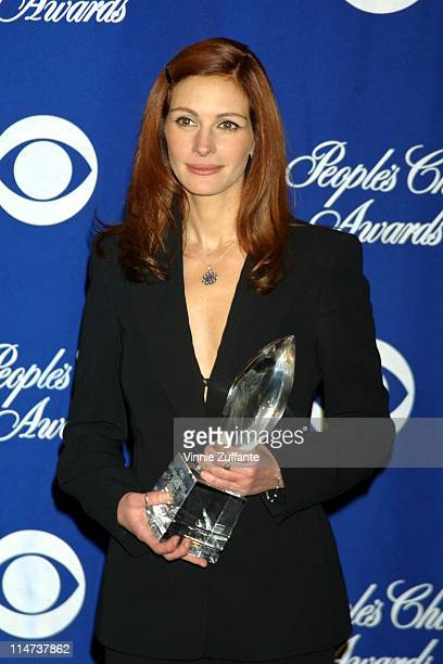 Julia Roberts Favorite Female Actress in the press room at the 2002 Peoples Choice Awards in Los Angeles 01/13/02