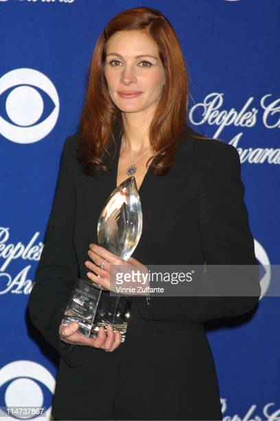 Julia Roberts Favorite Female Actress in the press room at the 2002 People's Choice Awards 01/13/02