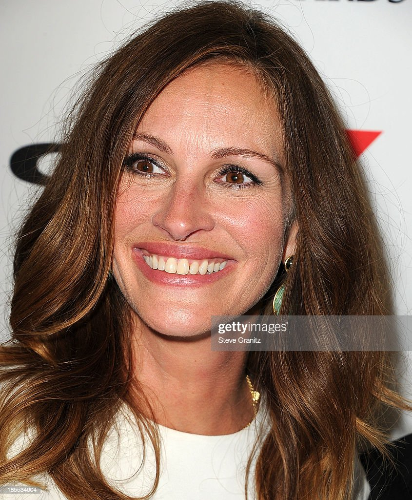 <a gi-track='captionPersonalityLinkClicked' href=/galleries/search?phrase=Julia+Roberts&family=editorial&specificpeople=202605 ng-click='$event.stopPropagation()'>Julia Roberts</a> poses at the 17th Annual Hollywood Film Awards at The Beverly Hilton Hotel on October 21, 2013 in Beverly Hills, California.