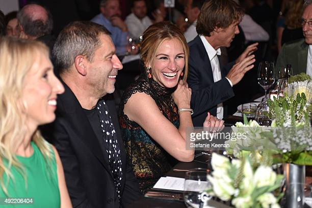 Julia Roberts wearing Bottega Veneta attends Hammer Museum's 'Gala in the Garden' Sponsored by Bottega Veneta at Hammer Museum on October 10 2015 in...
