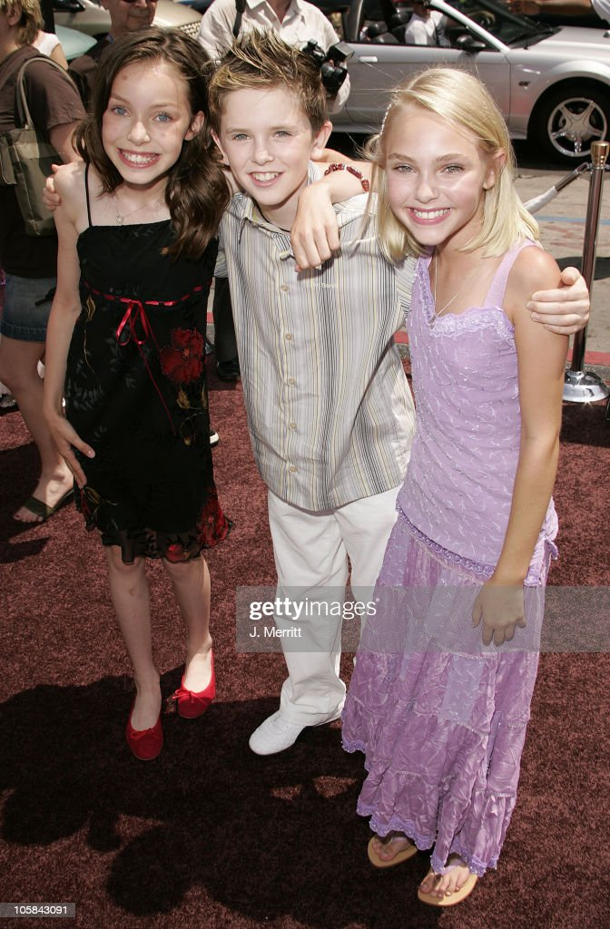 """""""Charlie and the Chocolate Factory"""" Los Angeles Premiere ... Julia Winter And Annasophia Robb"""