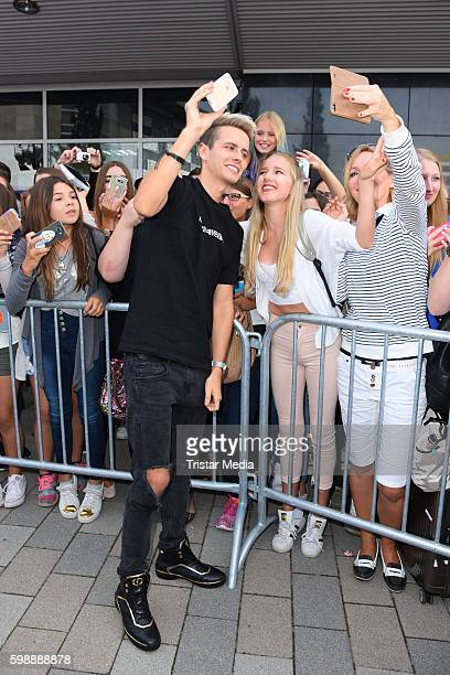 Julian Classen with fans during the 'Glossycon' on September 3 2016 in Berlin Germany