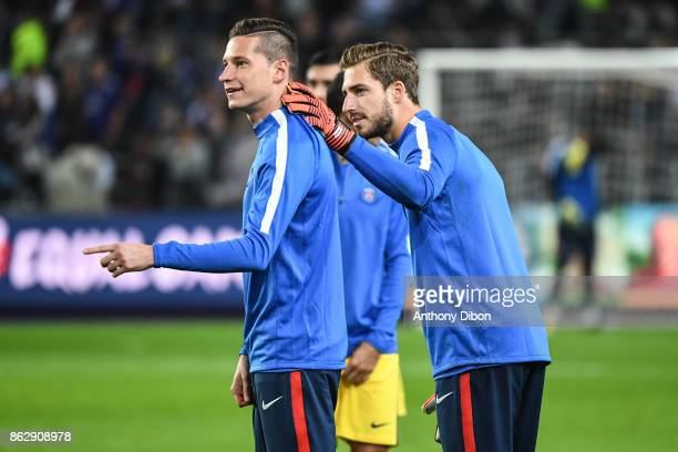 Julian Draxler and Kevin Trapp of PSG during the UEFA Champions League match between RSC Anderlecht and Paris SaintGermain at Constant Vanden Stock...