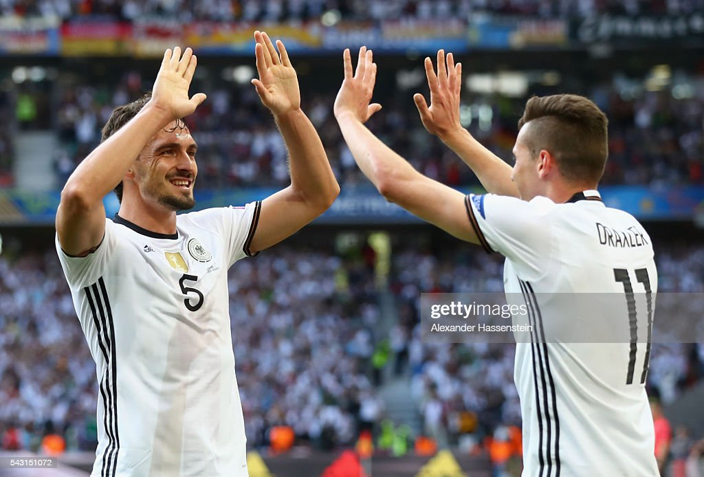 <a gi-track='captionPersonalityLinkClicked' href=/galleries/search?phrase=Julian+Draxler&family=editorial&specificpeople=7184479 ng-click='$event.stopPropagation()'>Julian Draxler</a> (R) of Germany celebrates scoring his team's third goal with his team mate <a gi-track='captionPersonalityLinkClicked' href=/galleries/search?phrase=Mats+Hummels&family=editorial&specificpeople=595395 ng-click='$event.stopPropagation()'>Mats Hummels</a> (L) during the UEFA EURO 2016 round of 16 match between Germany and Slovakia at Stade Pierre-Mauroy on June 26, 2016 in Lille, France.