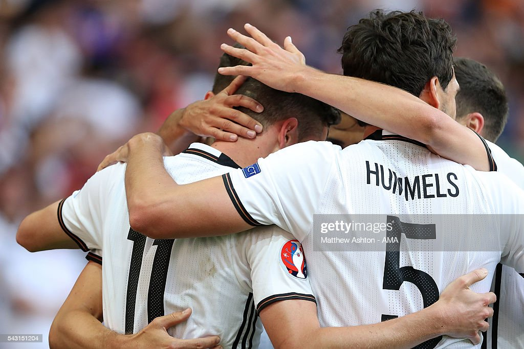 <a gi-track='captionPersonalityLinkClicked' href=/galleries/search?phrase=Julian+Draxler&family=editorial&specificpeople=7184479 ng-click='$event.stopPropagation()'>Julian Draxler</a> of Germany celebrates with his team-mates after scoring a goal to make the score 3-0 during the UEFA Euro 2016 Round of 16 match between Germany and Slovakia at Stade Pierre-Mauroy on June 26, 2016 in Lille, France.
