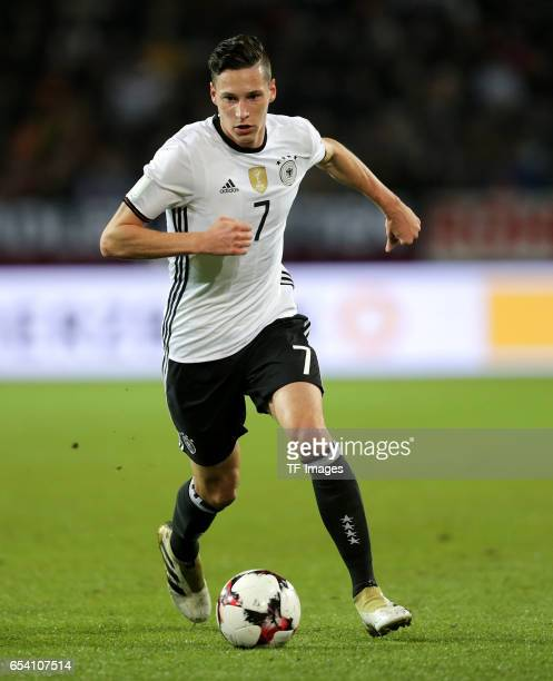 Julian Draxler of Germany controls the ball during the FIFA 2018 World Cup Qualifier between Germany and Northern Ireland at HDIArena on October 11...
