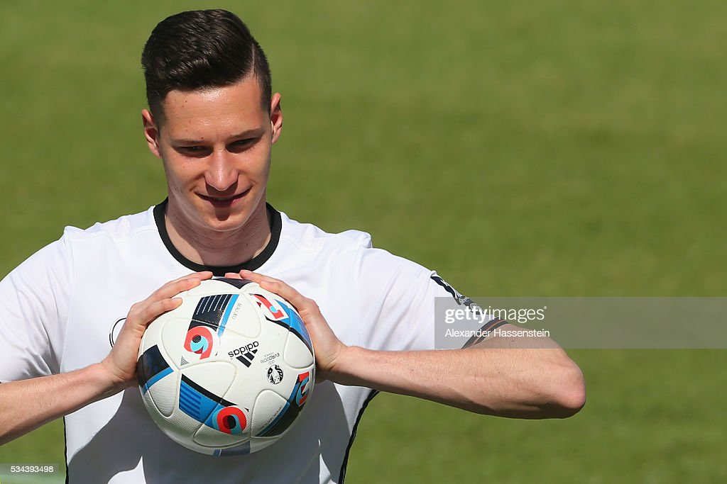 <a gi-track='captionPersonalityLinkClicked' href=/galleries/search?phrase=Julian+Draxler&family=editorial&specificpeople=7184479 ng-click='$event.stopPropagation()'>Julian Draxler</a> of Germany plays with the ball during a training session at stadio communale on day 3 of the German national team trainings camp on May 26, 2016 in Ascona, Switzerland.