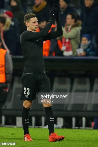 Julian Draxler of Paris SaintGermain claps after the UEFA Champions League group B match between Bayern Muenchen and Paris SaintGermain at Allianz...