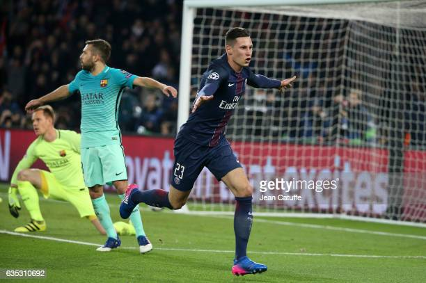 Julian Draxler of PSG celebrates scoring the second goal of PSG during the UEFA Champions League Round of 16 first leg match between Paris...