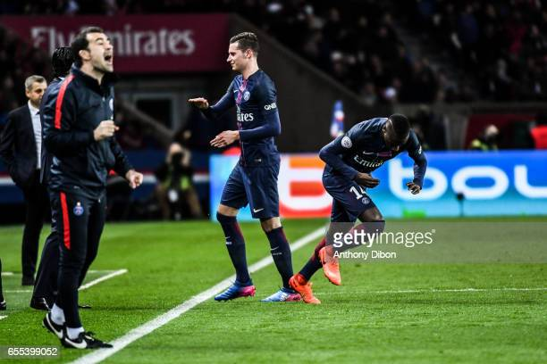 Julian Draxler of PSG is replaced by Blaise Matuidi of PSG during the French Ligue 1 match between Paris Saint Germain and Lyon at Parc des Princes...