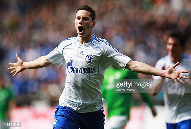 Julian Draxler of Schalke celebrates after scoring his team's first goal during the Bundesliga match between SV Werder Bremen and FC Schalke 04 at...